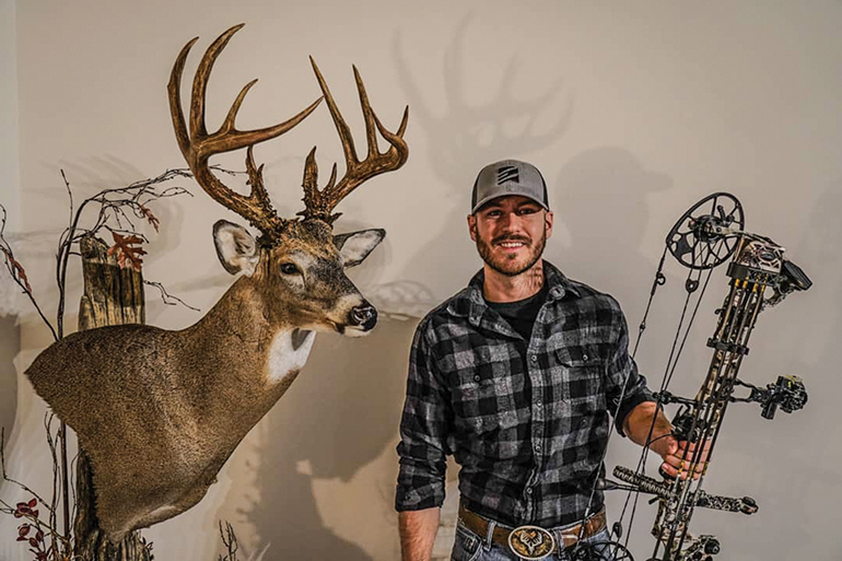 Hunter-Ohio-Buck-Mount.jpg