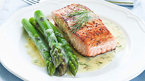 Salmon and Asparagus in Hollandaise Sauce Recipe