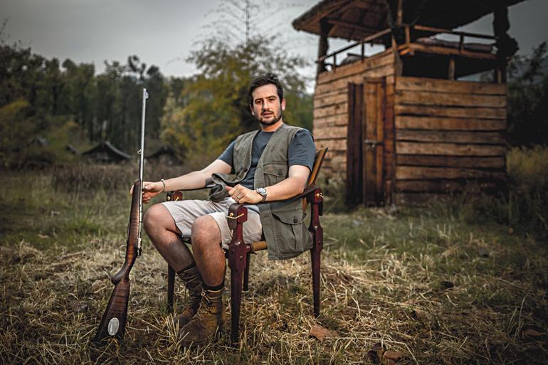 Jim-Corbett-sitting-with-rifle.jpg