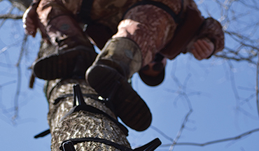 These tools and tactics are what minimalist tree saddle hunters use to climb!