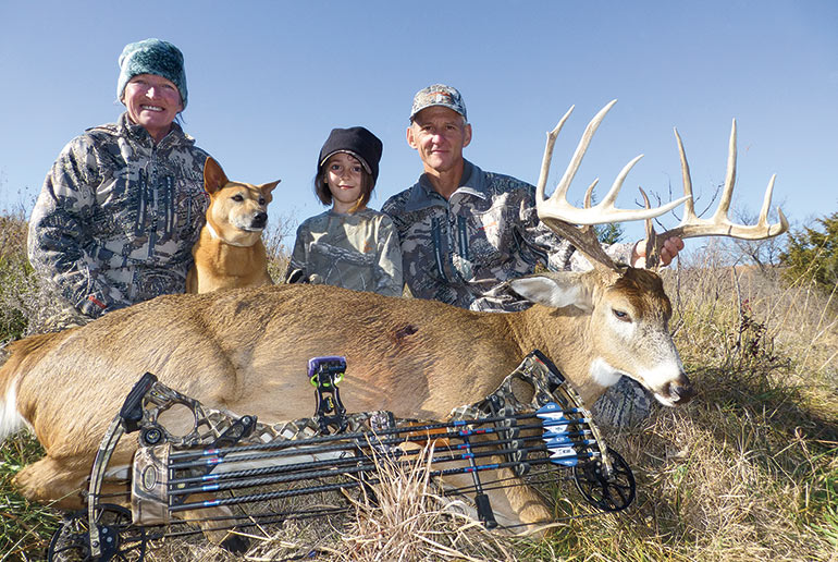 Eddie Claypool with family and whitetail buck
