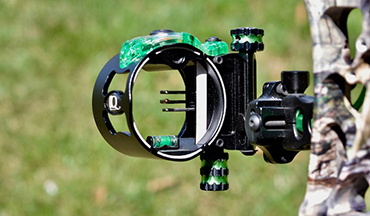 This lightweight bowsight offers bowhunters the best of both worlds