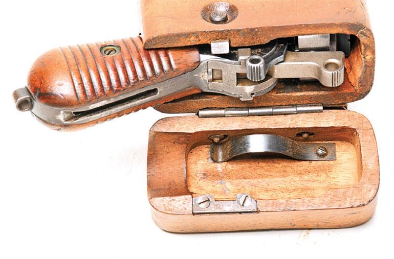 Mausers-M1930-Broomhandle-17