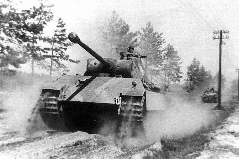 Panther vs Sherman — Which WWII Tank Was Better?