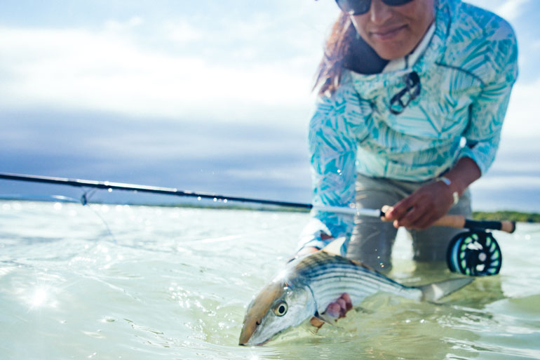 //content.osgnetworks.tv/flyfisherman/content/photos/Bonefish-at-Turneffe-Atoll-Belize.jpg