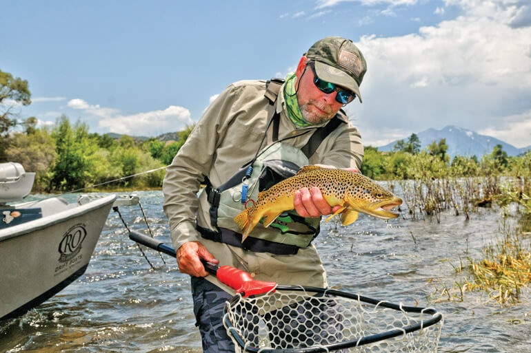 //content.osgnetworks.tv/flyfisherman/content/photos/Floating-Green-Drake-Hatch.jpg