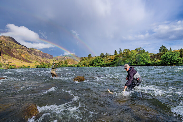 //content.osgnetworks.tv/flyfisherman/content/photos/Trout-Fishing-Deschutes-River.jpg