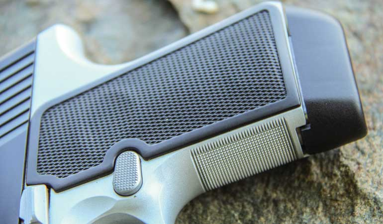 Kimber-EVO-SP-Two-Tone-Grip-2