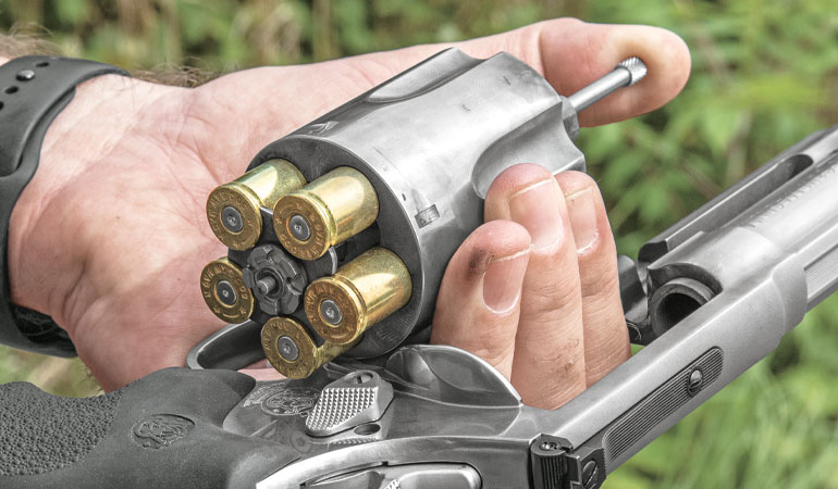 //content.osgnetworks.tv/gunsandammo/content/photos/SandWModel500Revolver-3.jpg