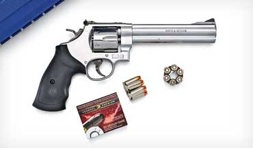 Smith & Wesson's Model 610 revolver returns to make the most of modern 10mm loads.