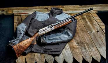 The Weatherby 18i Deluxe shotgun epitomizes the traditional Weatherby look of very bright bluing and exuberantly figured walnut. Both fore-­end and buttstock are generously proportioned for even large-­handed shooters.