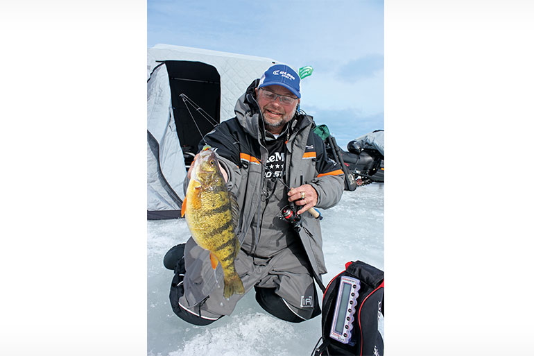 //content.osgnetworks.tv/infisherman/content/photos/Catching-Panfish-Under-Ice-With-Jigs.jpg