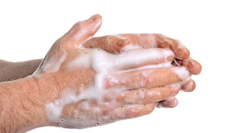 //content.osgnetworks.tv/infisherman/content/photos/Washing-hands-after-baiting.jpg
