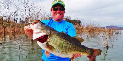 You don't have to be a pro like Joe Thomas to catch a 9-pounder on Picachos. This lady angler from Virginia notched a 9-12 – on the same day she caught a 9-5 on El Salto. (Pete Robbins photo)