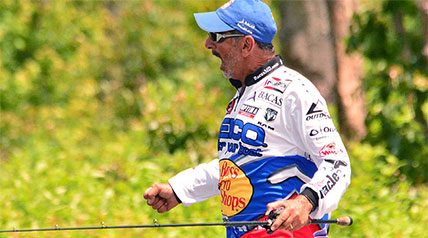An hour after pulling out of the parking lot in Benton, Ark., MLF GEICO Select pro Paul Elias was going about his business of making tackle adjustments on the front deck of the bass rig that he would soon be occupying as an Outdoor Channel camera recorded it.