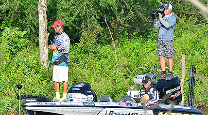 Major League Fishing, which is this week filming its second GEICO Select event, is tossing its anglers what amounts to a diet of Major League Baseball curveballs.