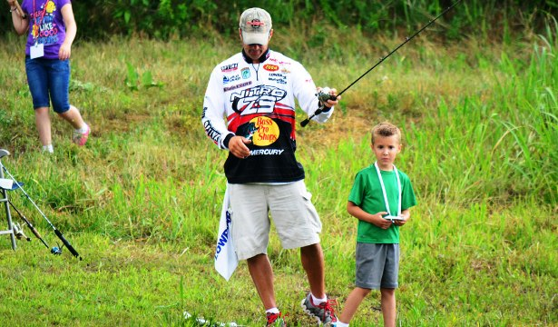 Major League Fishing and B.A.S.S pro Edwin Evers was always nearby to help the youngsters as needed. Photo Credit: Jeff Phillips