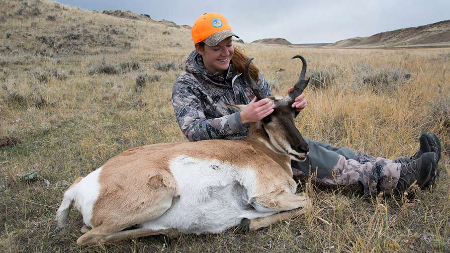 Huntresses Take to Wyoming for Antelope Hunt