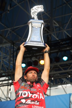 Michael Iaconelli hoists his championship trophy