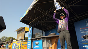 After starting Sunday's final round of the Huk Performance Fishing Bassmaster Elite at Chesapeake Bay with a 5-pound lead, he was struggling as the clock ticked toward noon.