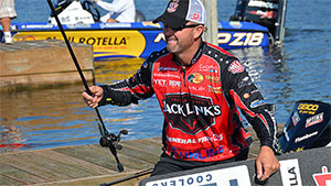 When pro angler and part-time comedian Gerald Swindle stepped onto the Hickory Point boat ramp on Lake Harris to start Elimination Round 2 of the 2016 Challenge Cup, he instantly began sniffing around for a rat.