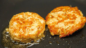 Miss Homemade shares her simple crab cake recipe that will get you feeling like you're dining off the coast of Chesapeake Bay.